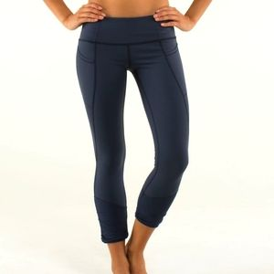 """Size 4 Lululemon Practice Daily Crops Inkwell Ruching 23"""" Inseam"""